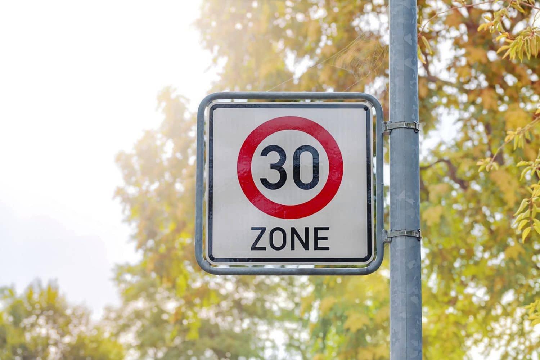 Künftig Tempo 30 vor sozialen Einrichtungen?