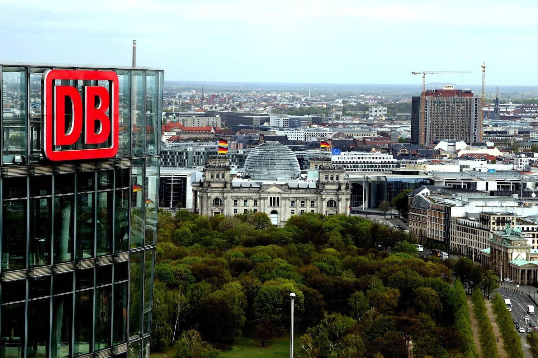Die Deutsche Bahn investiert in autonome Autos.
