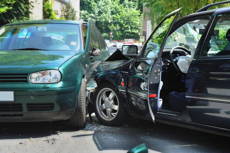 Vernetzte Fahrzeuge erhöhen die Verkehrssicherheit