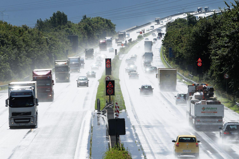Wetter extrem: Was Autofahrer bei Hitze und Wolkenbruch beachten müssen
