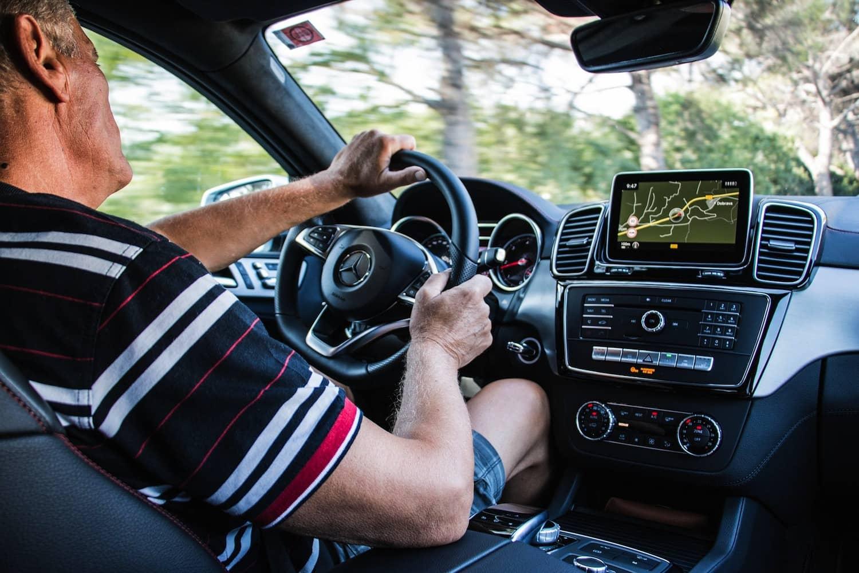 Senioren fahren autonome Autos
