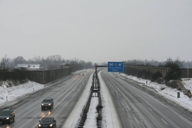 Die Bundesanstalt für Straßenwesen will von 2017 an erste Tests mit Asphaltheizungen für Autobahnen durchführen. Photo: Pixabay