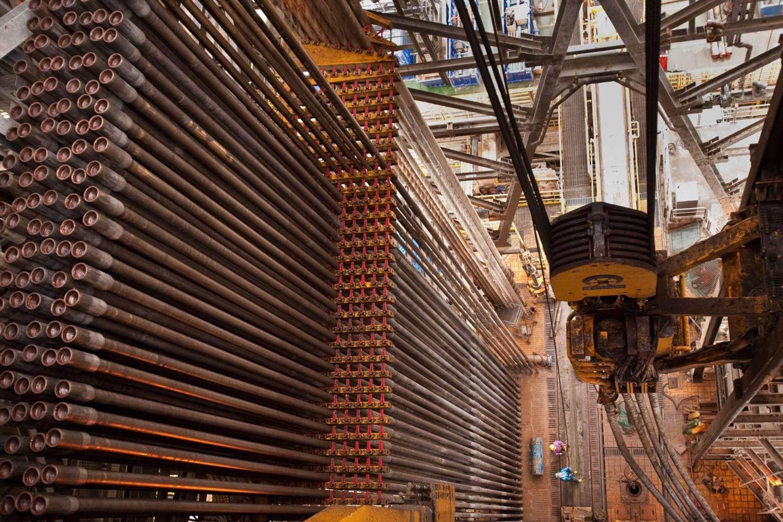 Materialschlacht: Das Bohrgestänge türmt sich auf der Plattform hoch auf. Foto:BP