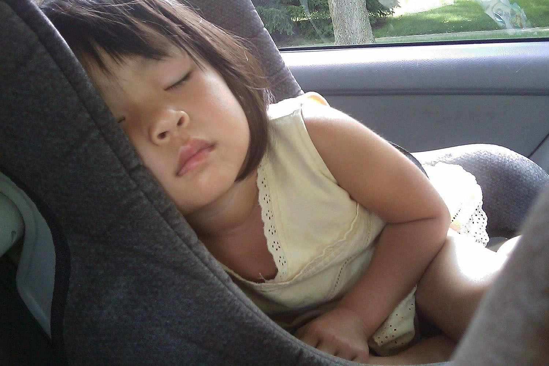 Kindersicherung im Auto: So gehts