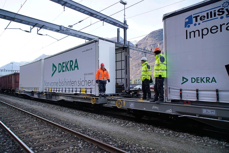 Im Sommer 2016 wurde der Tunnel offiziell eröffnet. Um die Sicherheit beim Transport von Ladegütern zu gewährleisten, führte die Schweizer Bundesbahn (SBB) Cargo AG zusammen mit dem Ladungssicherheitsbereich der DEKRA NL Bielefeld im Januar und April 2016 Testfahrten durch. Bild: Thomas Küppers