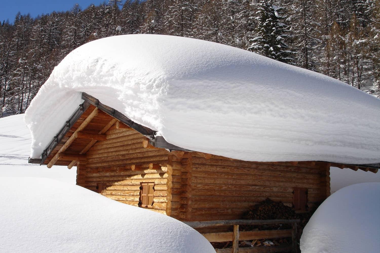Schnee und Eis: Was Hausbesitzer beachten müssen