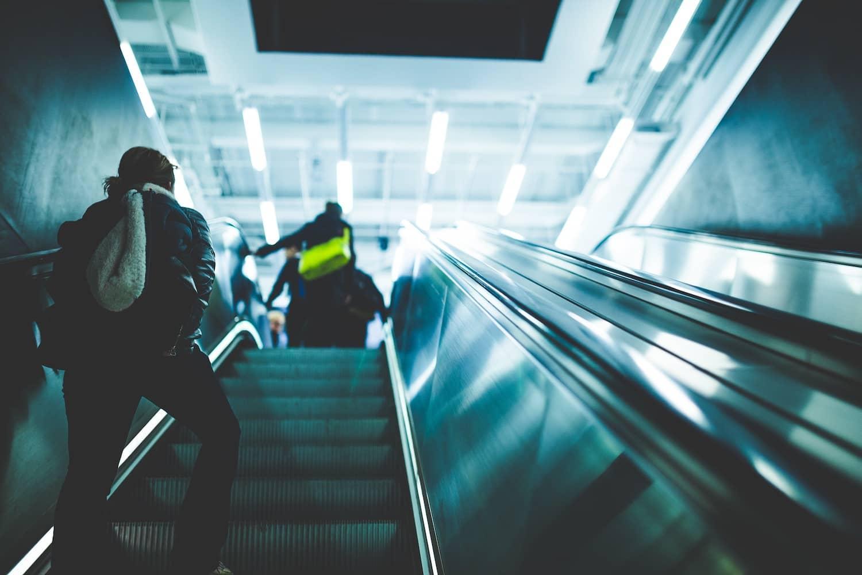 Rolltreppen sind kein Spielplatz – DEKRA Experten warnen