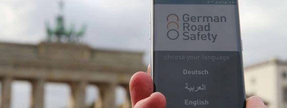 Die German Road Safety App liefert mehrsprachige Hinweise für ein sicheres Verhalten im Verkehr. Foto: Norbert Böwingc