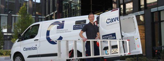 Mit einem persönlichen Infobrief beugt die Caverion Deutschland GmbH wirkungsvoll Unfällen mit Leitern vor. Foto: Norbert Böwing
