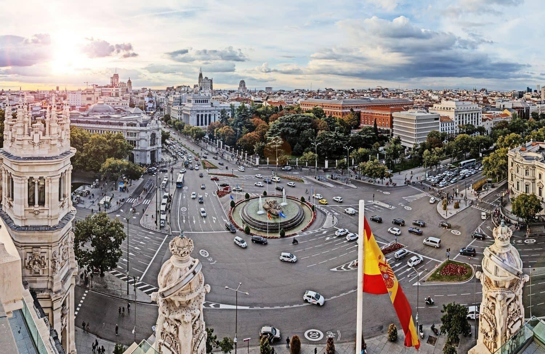 Auch der Kreisverkehr an der Plaza de Cibeles in Madrid ist mehrspurig. Foto: Fotolia - Ingo Bartussek