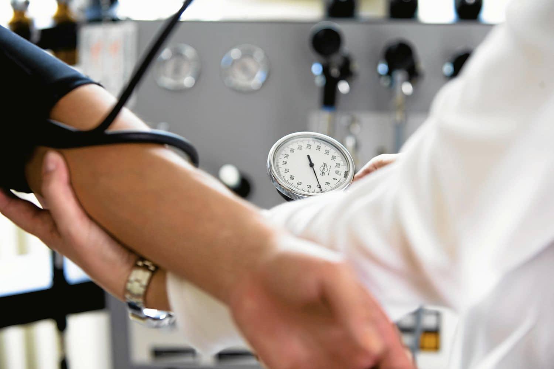 Trainings und Coachings helfen, Erkrankungen von Pflegekräften zu vermeiden. Foto: fotolia Andreas Keudel