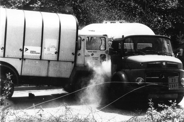 Bereits 1978 lässt DEKRA einen Lkw gegen einen Tank-Lkw crashen. Foto: DEKRA
