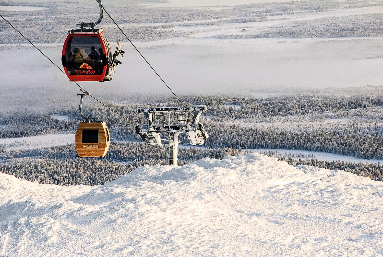 Die heißeste Seilbahn verkehrt im Yllästunturi, einem der größten Skireviere Finnlands. Hier wurde eine Gondel zur Sauna umgebaut und gewährt – stilecht mit Holz verkleidet – einen 15-minütigen Saunagang zu viert. Sicherheitshalber ist auch ein Feuerlöscher dabei. Foto: Doppelmayer Seilbahnen