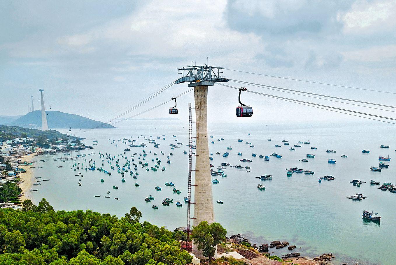 ie längste Seilbahn der Welt wurde im Februar 2018 in Vietnam eröffnet. Auf knapp 7.900 Metern verbindet die Hòn Thom zwei Ferieninseln und bricht den Rekord der ebenfalls in Vietnam erbauten Fansipan Legend um knapp eineinhalb Kilometer. Foto: Doppelmayer Seilbahnen