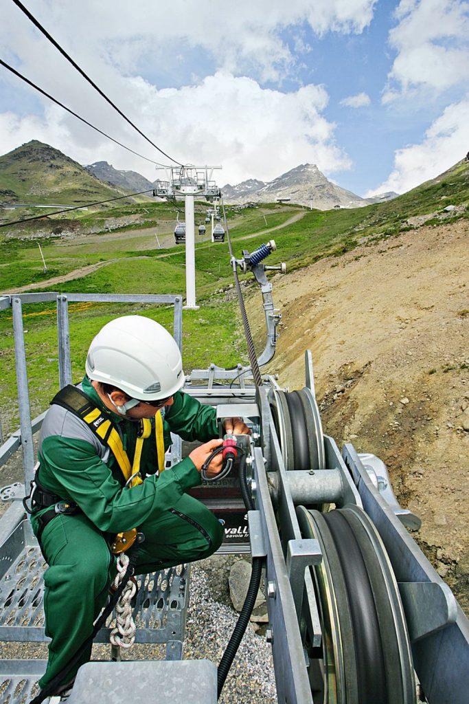 Damit die Sicherheit von Seilbahnen gewährleistet ist, sind regelmäßige Kontrollen unabdingbar. Foto: DEKRA