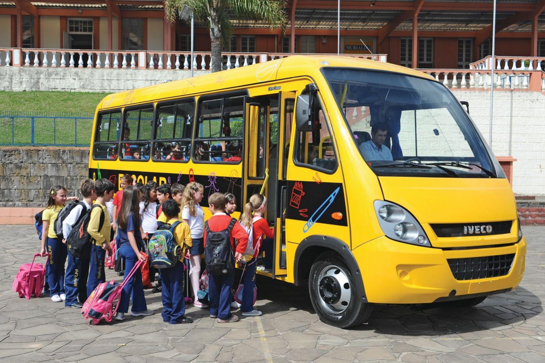 Brasilien: Per Bus und Boot zur Schule