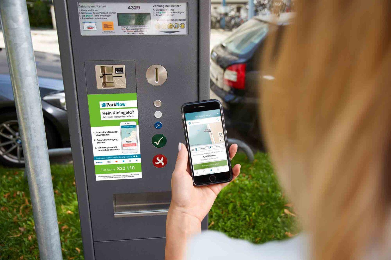 Bei der Park Now App kann man seine Parkgebühren über den Mobilfunkanbieter abrechnen. Foto: Park Now