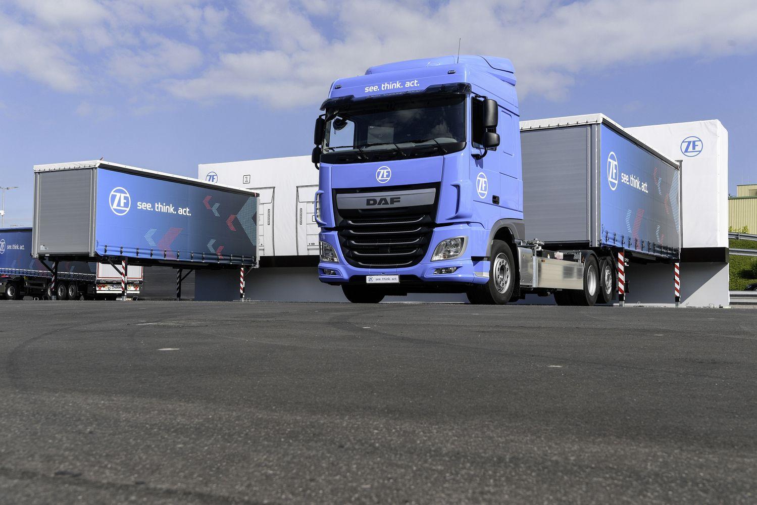Auf dem Betriebshof der Zukunft ist der Truck völlig autonom unterwegs. Foto: ZF