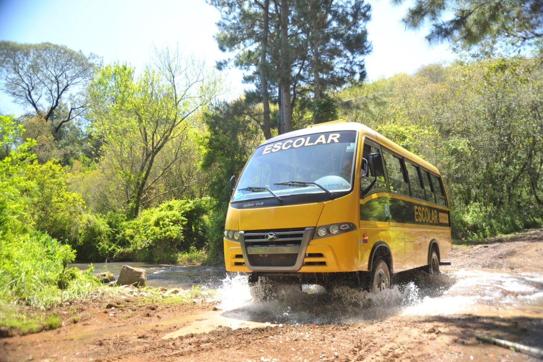 Die Schulbusse sind auch auf unwegsames Gelände spezialisiert.