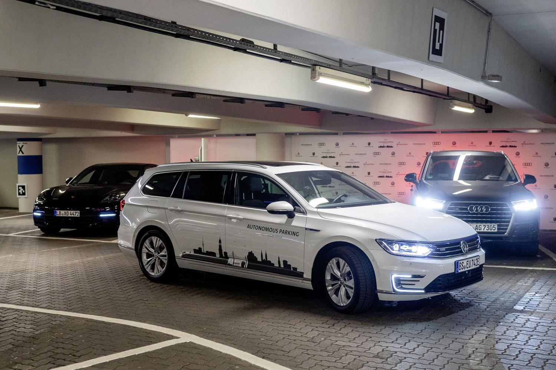 Beim Autonomous Parking von VW sucht sich das Auto alleine einen Platz im Parkhaus. Foto: VW