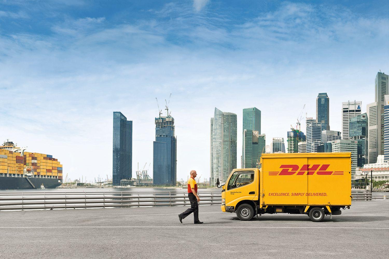 Die Logistikprofis des DHL-Start-up-Helpdesks haben für den Hersteller von Premium-Kinderwagen eine Supply-Chain-Lösung aufgesetzt, die den Transport per Schiene, Luft- und Seefracht abdeckt. Foto: DHL / Rüdiger Nehmzow