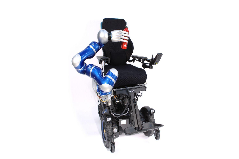Edan ist ein Rollstuhl mit Roboterarm. Foto: DLR