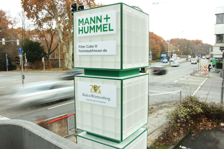 Die Filtersäulen sollen rund 80 Prozent des Feinstaubs aus der angezogenen Umgebungsluft ziehen. Foto: Mann + Hummel