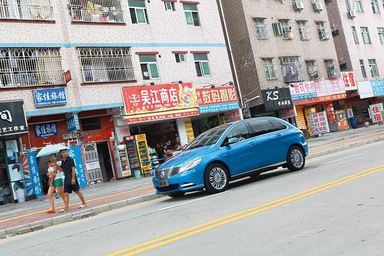 Abgeschlagen: Daimler baut mit dem chinesischen Auto- und Batteriehersteller BYD den Denza. Mit 1.301 Zulassungen kam er 2015 nur auf Rang 14.