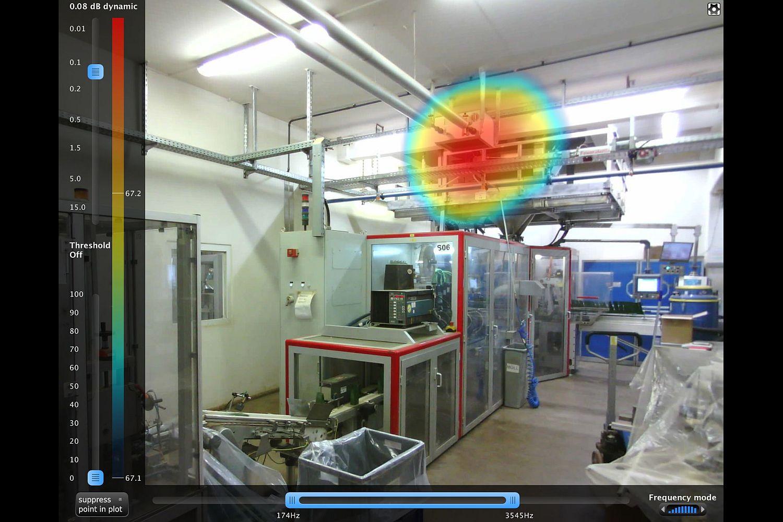 Die akustische Kamera spürt auch noch in einem engen, lärmintensiven Raum die lauteste Maschine auf Foto: DEKRA