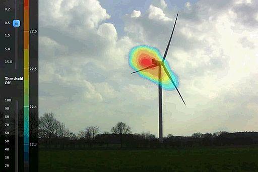 Eine Software errechnet das Schallfeld und stellt dieses über dem Realbild als farbige Schallkarte sofort dar. Foto: DEKRA