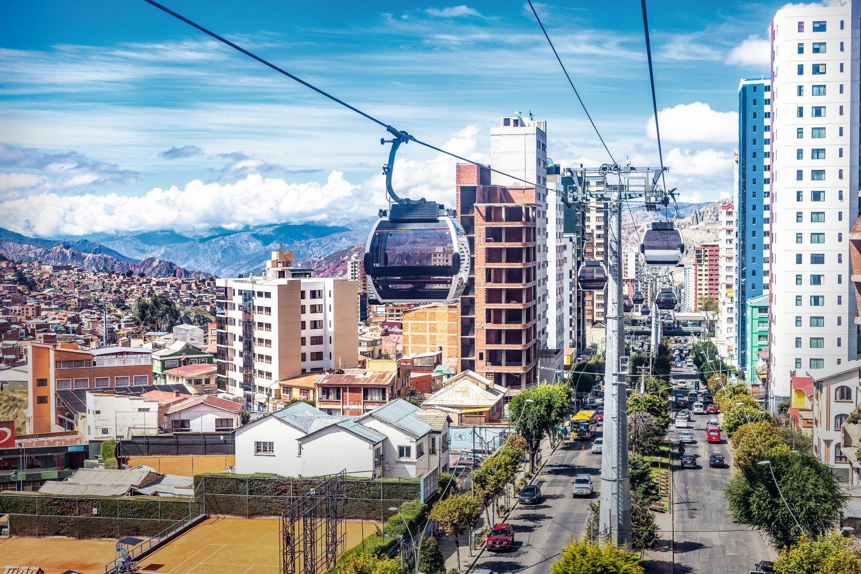 Das größte Seilbahnnetz der Welt verbindet die bolivianischen Großstädte La Paz und El Alto. Foto: iStockphoto Juan Christhian Valenzuela