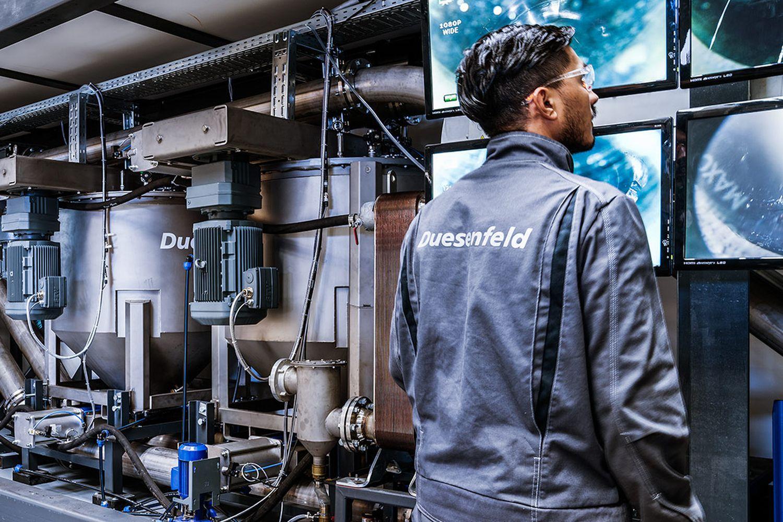 Zerkleinerung und Extraktion des Elektrolytes. Foto: Duesenfeld
