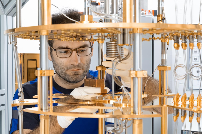 Quantencomputer lösen in kürzester Zeit Aufgaben, für die ein herkömmlicher Supercomputer viele Jahre benötigt hätte. Foto: Jülich.