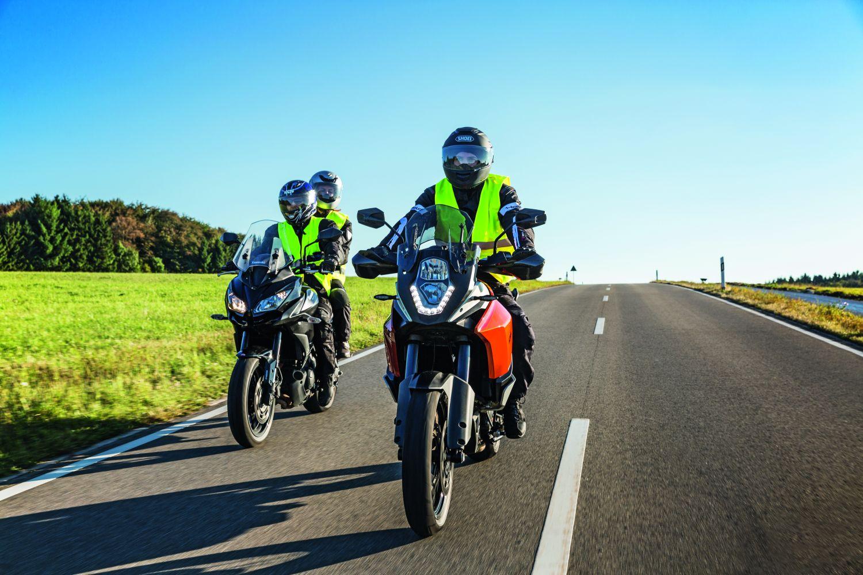 Wer seinem Motorrad eine ordentliche Grundreinigung spendiert, hat einen guten Überblick über den Allgemeinzustand. Foto: DEKRA