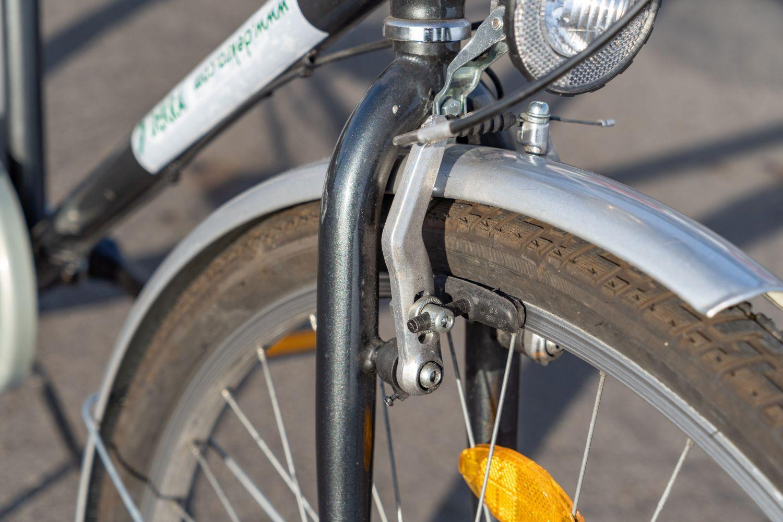 Bei Felgenbremsen zeigen Rillen auf den Bremsklötzen, ob noch genügend Gummi vorhanden ist. Foto: Thomas Küppers