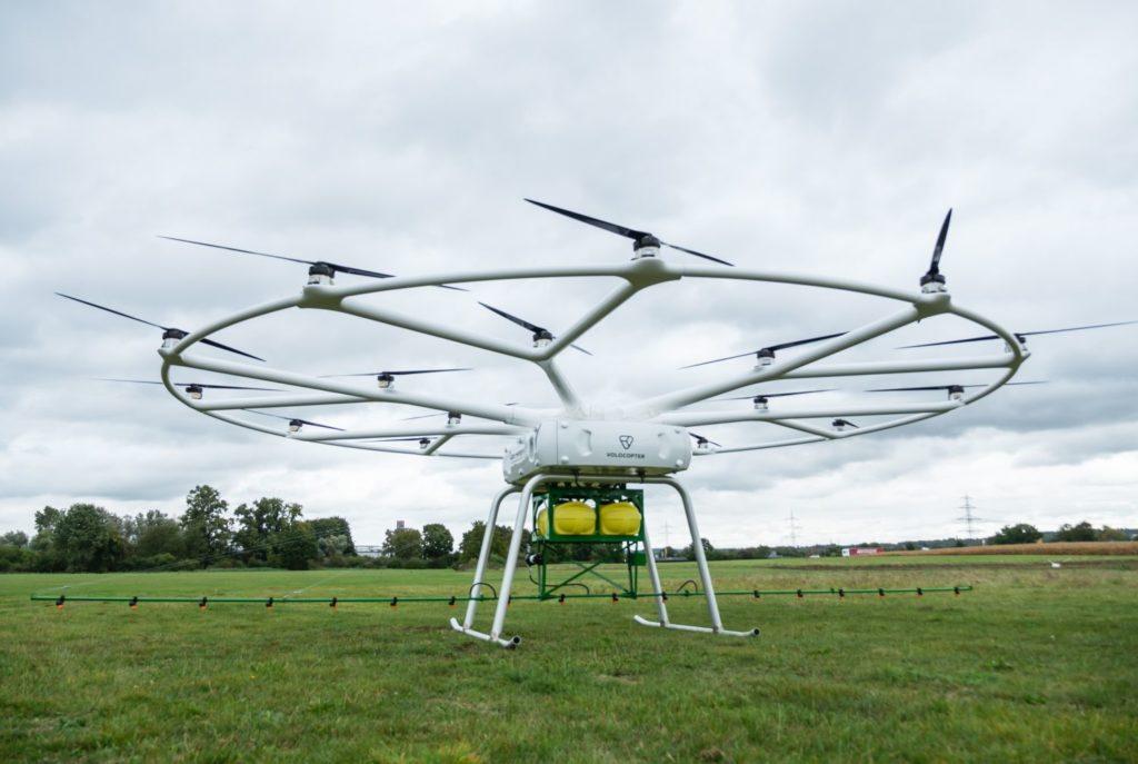 Drohnen helfen den Landwirten bei der Arbeit. Foto: John Deere